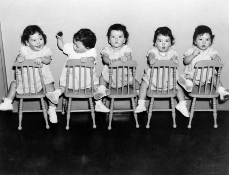 Пятерняшки Дион из Канады провели детство в человеческом зоопарке: подробности их трагической судьбы