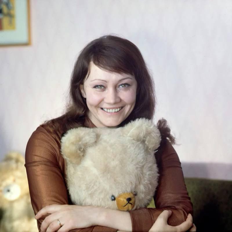 Лариса Лужина: краткая биография