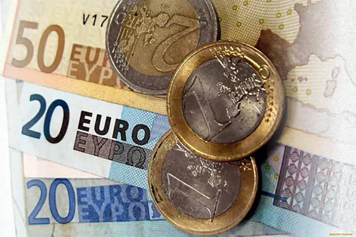 Евро продолжает дешеветь